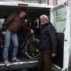 Geflüchtete arbeiten gemeinsam mit ehrenamtlichen SchrauberInnen in der Fahrradwerkstatt von Save me Konstanz e.V.