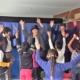 Der Zauberzirkel Konstanz war im Rahmen der Kinderbetreuung von Save me Konstanz am letzten Schultag 2015 zu besuch in der Gemeinschaftsunterkunft Atrium und überraschte geflüchtete Kindern