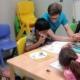 Geflüchtete Kinder werden von ehrenamtlichen HelferInnen von Save me Konstanz e.V. betreut