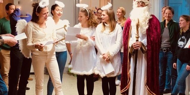 Nikolausfeier von Save me Konstanz in der Unterkunft für Geflüchtete Atrium